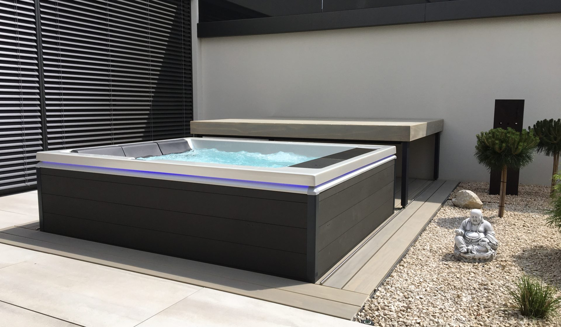 Whirlpool mit Rolldeck Lounge 2
