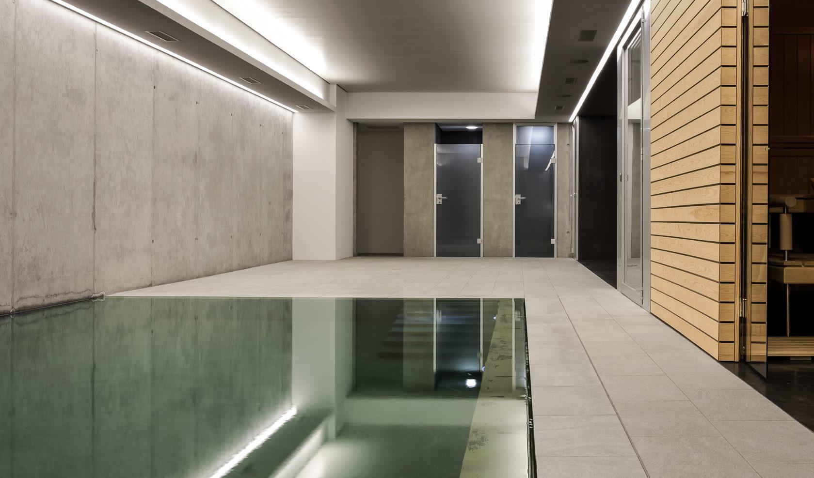 Moderne Poolanlage mit Sauna Ruku Thermium RUKU Schweiz Offizielle Vertretung RR Variationen GmbH RRV