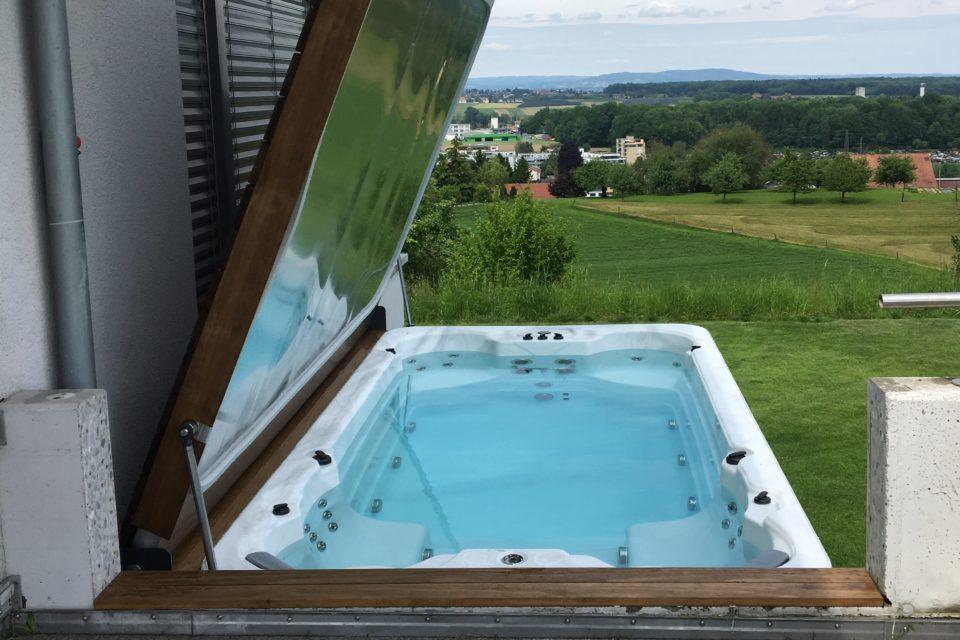 Klappdeck für Schwimmspa hydraulisch