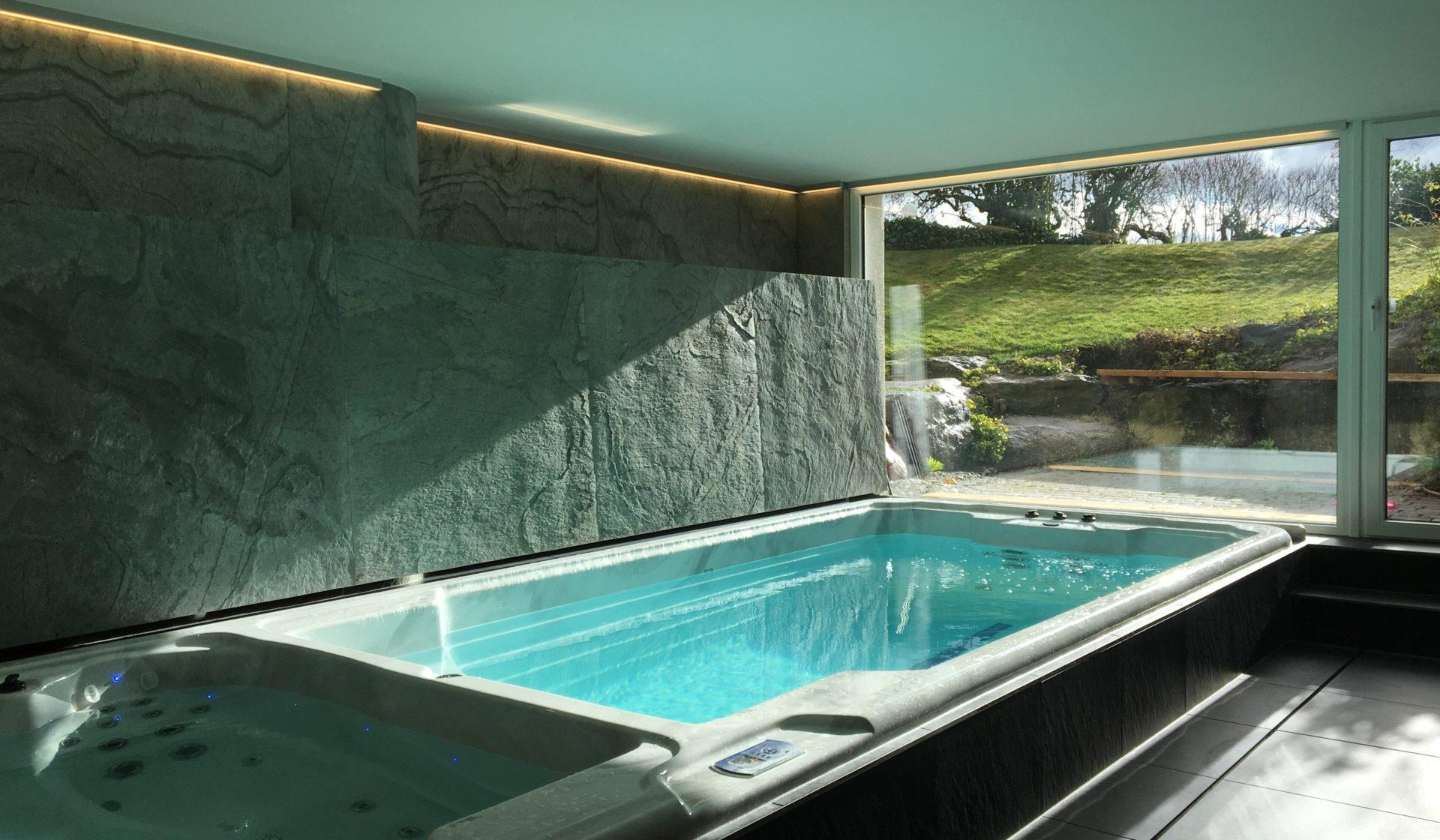 Schwimmspa und Pool Abdeckung klappbar faltbar hydraulisch automatisch