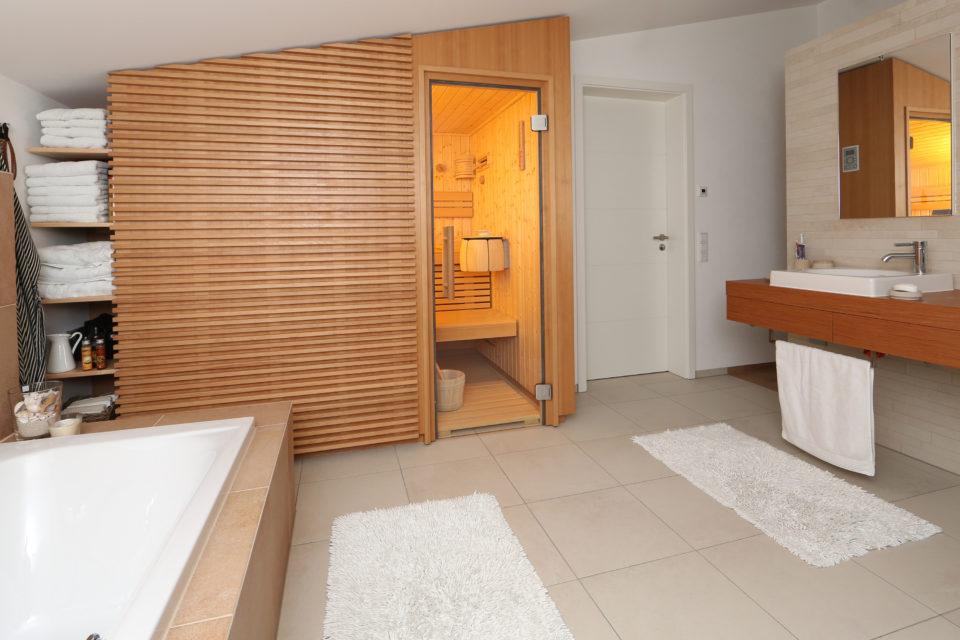 Ruku Sauna in Dachschräge eingebaut Thermium RUKU Schweiz Offizielle Vertretung RR Variationen GmbH RRV