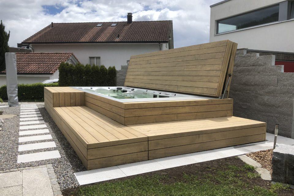 Schwimmspa Einbau mit begehbahrem Deck automatisch öffnend