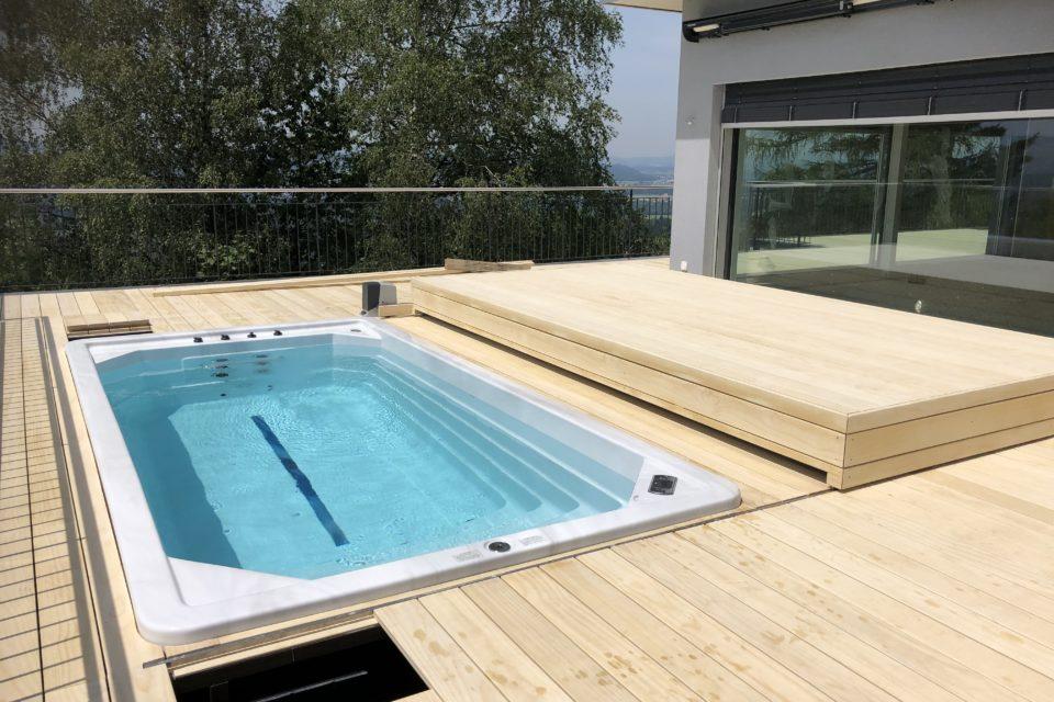 Schwimmspa mit automatischer begehbaren Abdeckung RRV Amriswil